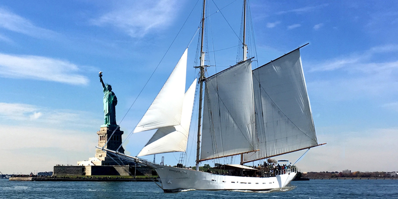 Manhattan mit dem Segelschiff Clipper City 1