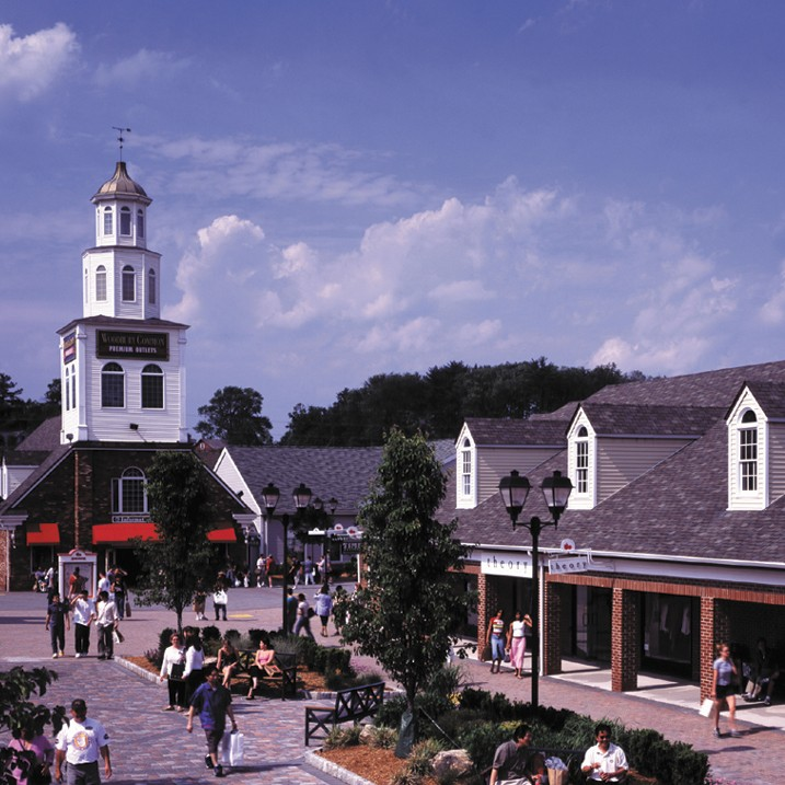 Woodbury Common Premium Outlets Day Trip
