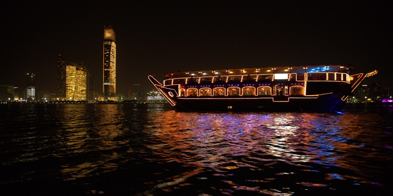 Dhow Dinner Cruise no Abu Dhabi Corniche